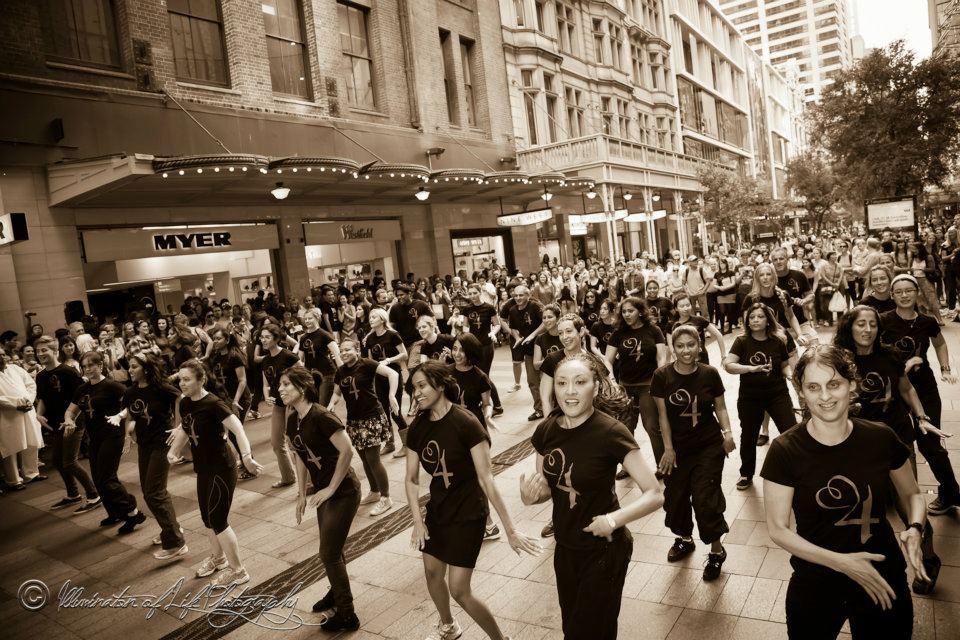 TTanya Hall - Hearts4heart 'Flashmob'