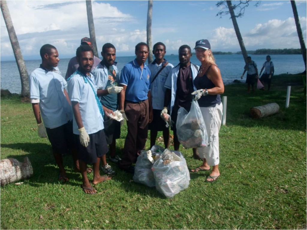 Beach clean up in Papua New Guinea. Image by Peter Barter