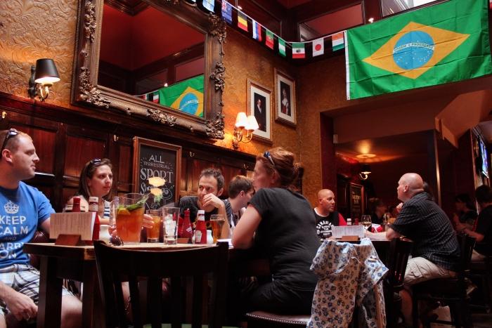 Meet-Up in a British pub