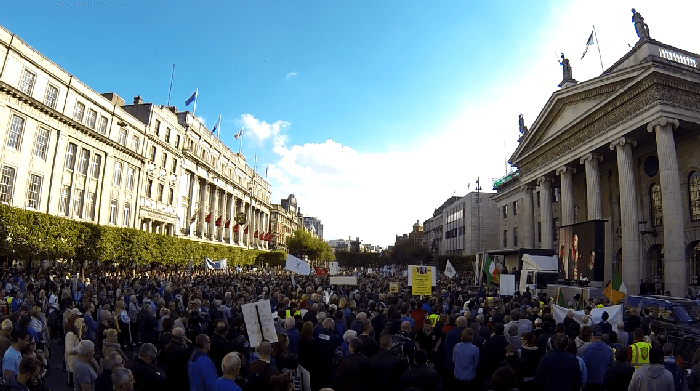 Tens of thousands gather in front of the GPO