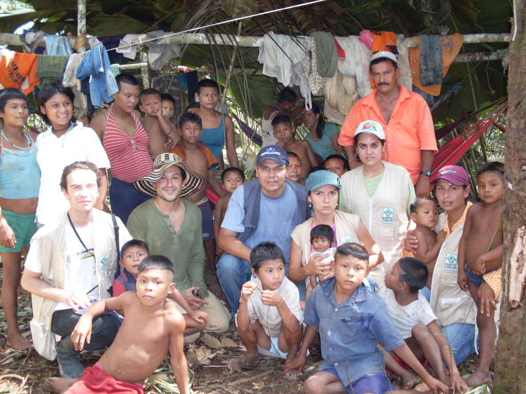 The Nukak Maku people, an aboriginal nomadic ethnic group inhabiting the jungles of Colombia´s East, got in contact with westerners in the eighties. The accelerated acculturation process and the armed conflict, which has prevented them from walking through their ancestral territories, are leading to a progressive lose of their language and cultural identity. Public policies for aboriginal ethnic groups affected by the internal armed conflict (over 30 according to some estimates) are a challenge yet to be solved in Colombia and elsewhere.